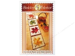 Table Runners / Kitchen Linen Patterns: Shabby Fabrics Patchwork Maple Leaf Table Runner Pattern