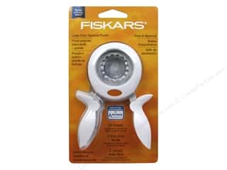 Fiskars Squeeze Punch Large Seal Of Approval