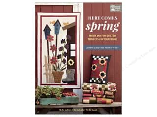 weekly special pillow: That Patchwork Place Here Comes Spring Book