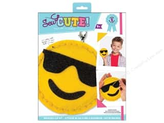 novelties: Colorbok Kit Sew Cute Backpack Clip Emoji Sunglasses
