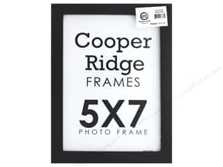 craft & hobbies: Sierra Pacific Crafts Frame Wood With Easel 5 in. x 7 in. Black