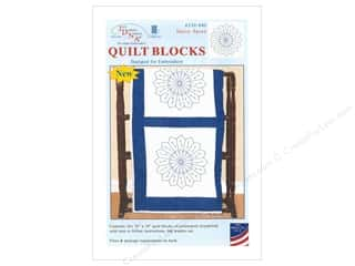 yarn & needlework: Jack Dempsey Quilt Block 18 in. 6 pc White Daisy Spray