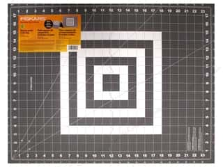 Cutting mat: Fiskars Cutting Mat Self-Healing Folding 18 in. x 24 in.