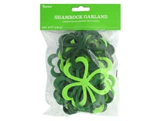 craft & hobbies: Darice Felties Garland Shamrock 6 ft
