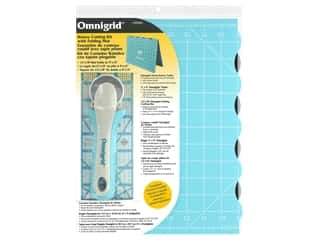 rotary cutter: Omnigrid Kit Rotary Cutting Folding Mat/Cutter/Ruler Small