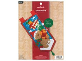 yarn & needlework: Bucilla Felt Kit Hallmark Bearing Gifts Wall Hanging