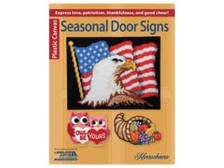 yarn & needlework: Leisure Arts Seasonal Door Signs Plastic Canvas Book