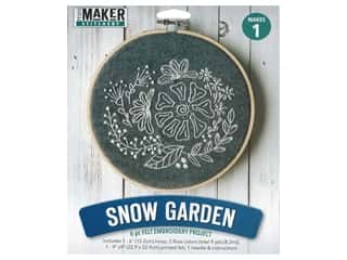 yarn & needlework: Leisure Arts Kit Mini Maker Felt Embroidery Snow Garden